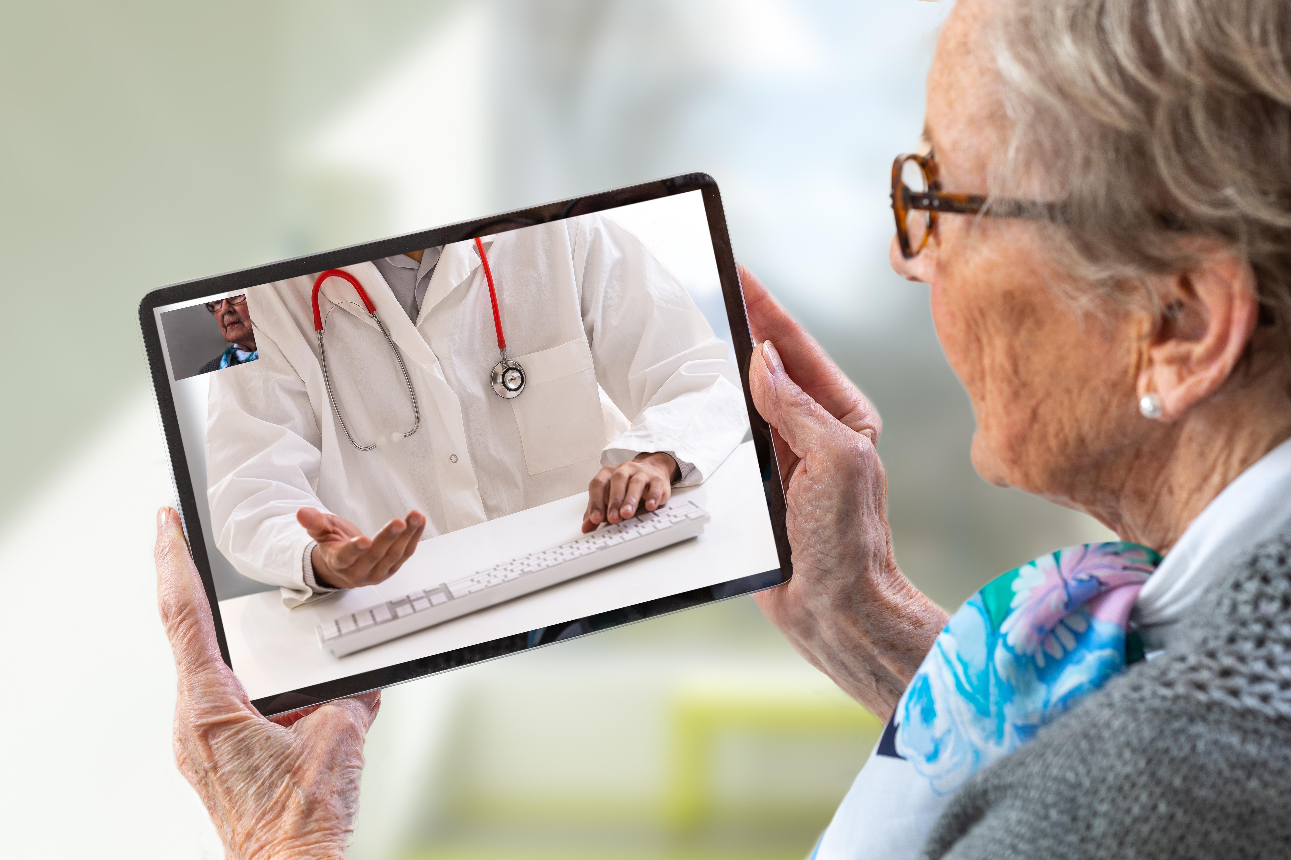 Comment impliquer les médecins sur votre logiciel de dossier résident/usager ?